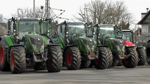 Unbekannte haben die Navigationsgsgeräte der Traktoren gestohlen.