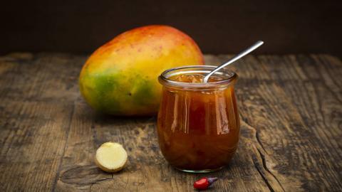 Scharfe Peperoni-Soße mit Mango