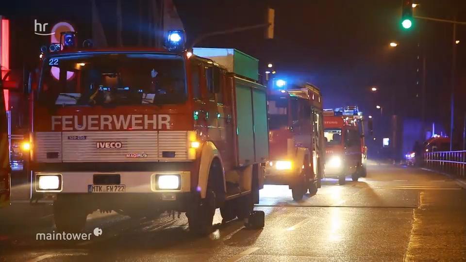 Video über 200 Rettungskräfte Retten Leben In Schwalbach Hr