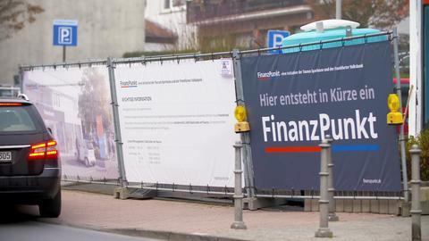 """Baustelle eines zukünftigen """"Finanzpunkts"""", einer Filiale von Sparkasse und Volksbank zusammen"""