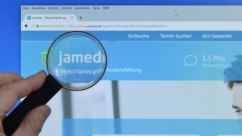 Lupe auf Bewertungsportal Jameda