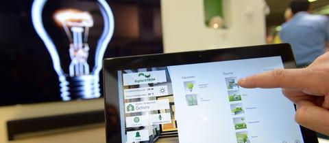 Smart-Home: Das Haus über das Tablet steuern.