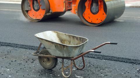 Die Straßenausbaubeiträge können für Anwohner sehr teuer werden