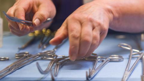 Operationsbesteck muss so steril wie möglich sein