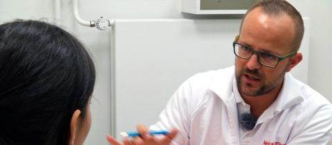Dr. Holger Czerwonka, Arzt in der Flughafenklinik.