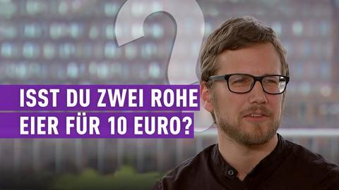 """strassen star-Kandidat mit Schriftzug: """"Isst du zwei rohe Eier für 10 Euro?"""""""