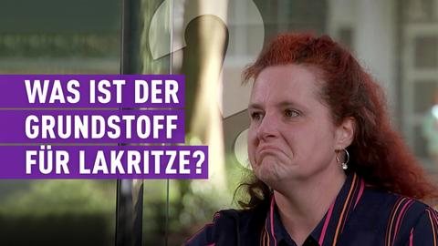 """strassen star-Kandidatin mit Schriftzug: """"Was ist der Grundstoff für Lakritze""""?"""