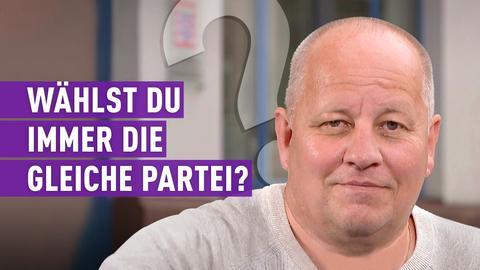 """strassenstars-Kandidat mit Schriftzug """"Wählst du immer die gleiche Partei?"""""""
