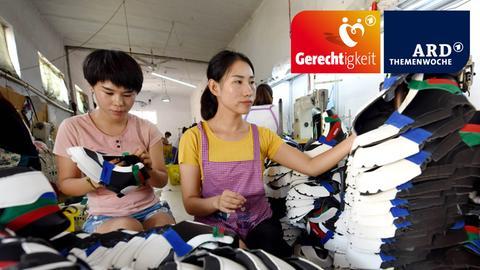 Arbeiten in einer Sneaker Fabrik