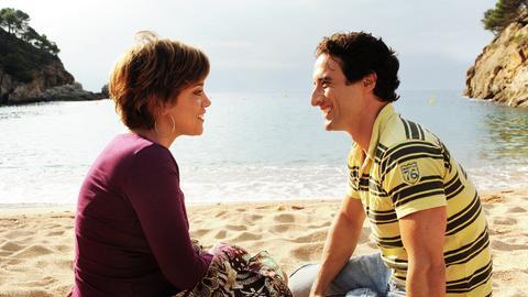 Billie (Muriel Baumeister) schwärmt für Juan (Gunther Gillian).