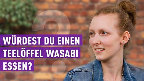 strassenstars-Protagonistin schaut mit geöffnetem Mund zur Seite. Text: Würdest du einen Teelöffel Wasabi essen?