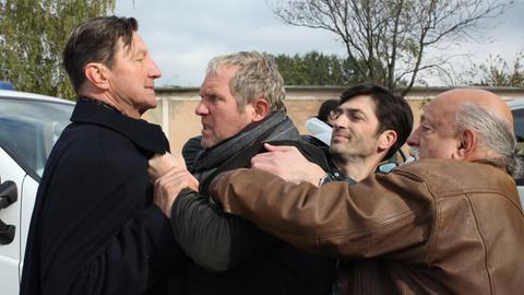 Hauptkommissar Moritz Eisner (Harald Krassnitzer, 2.v.li.) fühlt sich von seinem Chef (Hubert Kramar, li.) hintergangen und geht ihm an den Kragen.