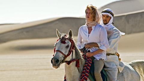 """Khalid (Mido Hamada) """"entführt"""" Sina (Esther Schweins) zu einem romantischen Ausritt."""