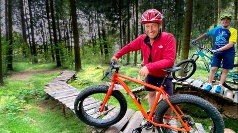 Tobi mit Mountainbike im Vogelsberger Wald