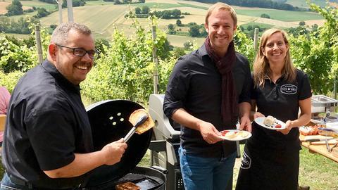 Tobias Kämmerer (Mitte) mit Sandra und Oliver Schröbel.