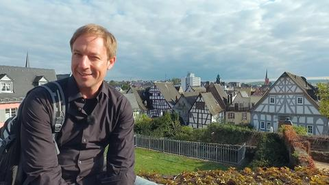 Tobias Kämmerer vor der Limburger Altstadt.