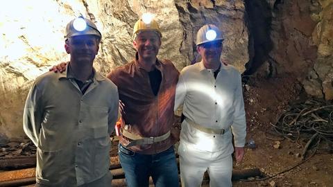 Tobi Kämmerer (Mitte) mit Nils Müller (links) und Martin Bill in der Grube Malapertus.