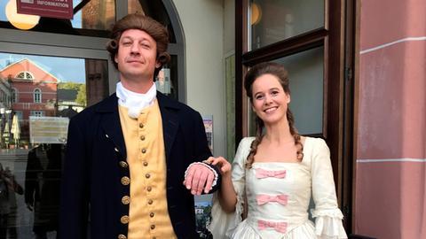 Tobi Kämmerer und Theresa Gehring als Johann Wolfgang von Goethe und Charlotte Buff.