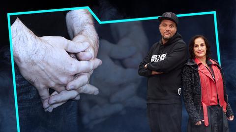 Heike Borufka und Basti Red stehen Rücken an Rücken. Neben ihnen auf der Collage sieht man die ineinander verschränkten Finger zweiter Hände in Groß.