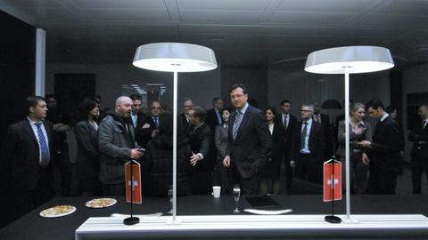 """Komparsen als Geschäftsleute in """"Dead Man Working"""""""