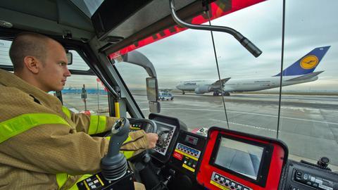 Flughafen-Feuerwehr im Einsatz am Frankfurter Airport