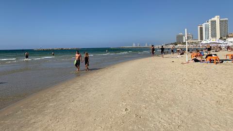 Strand am Stadtrand von Tel Aviv.