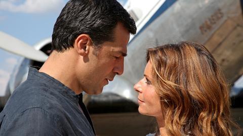 Zwischen dem Tierarzt Markus (Erol Sander) und der Wildhüterin Ariane (Christina Plate) entwickelt sich eine zarte Liebe.