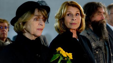 Nach Werners Tod steht Almuth (Senta Berger) ihrer Freundin Rita (Cornelia Froboess) zur Seite.