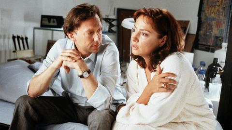 Annabelle Schrader (Simone Thomalla) und ihr Mann Friedrich (Stephan Schwartz) machen sich Sorgen um die Finanzierung ihres neues Eigenheims.