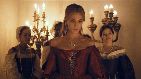 Reich durch Heirat: Die verarmte Adelige Angélique (Nora Arnezeder) hat sich nur unter Protest dem Ehe-Arrangement mit Graf Peyrac gefügt.