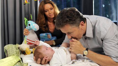 Die Architektin Sophia (Christina Plate) hat mit ihrem Freund Marc (Timothy Peach) ein Kind bekommen. Marc ahnt noch nicht, welche Probleme damit auf ihn zukommen.