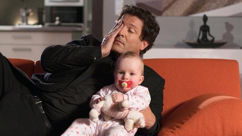 Monika (Karin Thaler) ist Kurt Schollwer (Fritz Wepper) auserwählte Schwimmschülerin.