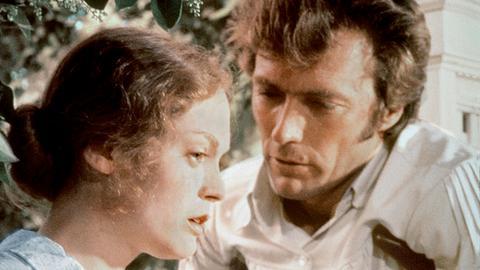 Edwina Dabney (Elizabeth Hartman) glaubt nicht mehr an das Versprechen von John McBurney (Clint Eastwood) sie zu heiraten.