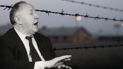 Ignatz Bubis vor einem KZ-Zaun