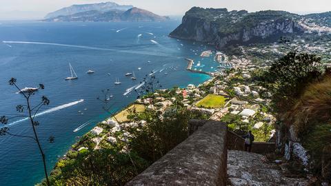 Blick von der Scala Fenicia auf Marina Grande