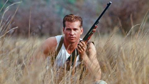 Architekt John Patterson (Val Kilmer) wird in Afrika zum Jäger.