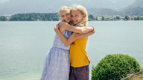 Lotte und Luise am See.