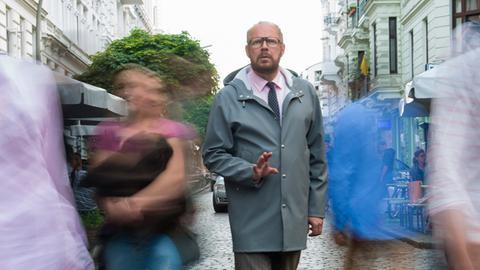 Dr. Magnus Sorel (Axel Milberg); für den erfahrenen Hamburger Psychiater ist seine Umwelt eine einzige Bedrohung.