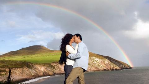 Die Architektin Lea Winter (Sandra Speichert) hat sich in den irischen Musiker und Fischer Brian O'Casey (Erol Sander) verliebt.