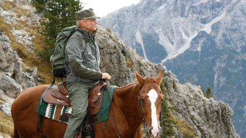 Pietro (Terence Hill), Kommandant der Forstwache ist mit seinem zuverlässigsten Freund Filippo unterwegs.