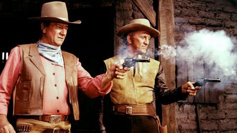 Taw Jackson (John Wayne, li.) plant mit dem Revolverhelden Lomax (Kirk Douglas) den ganz großen Coup.