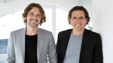 Die Gründer von Qlocktwo: Andreas Funk und Marco Biegert.