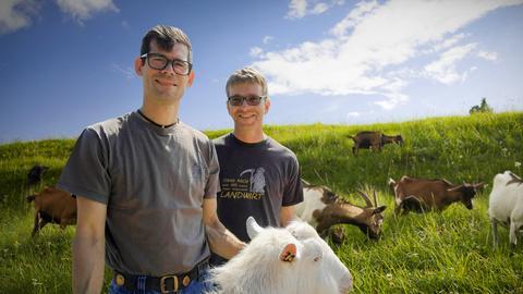 Die Ziegenbauern Timo Haas (links) und Frank Simon.