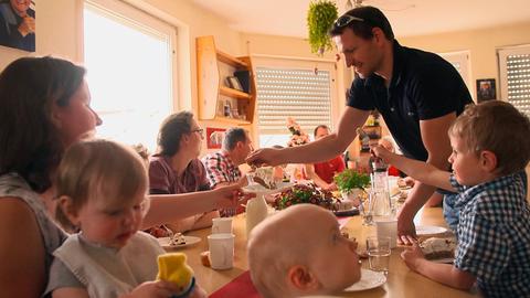 Feiern sind bei Familie Grauer nicht nur räumlich eine Herausforderung, der sich die Familie mit Freude und Herzlichkeit gerne stellt.