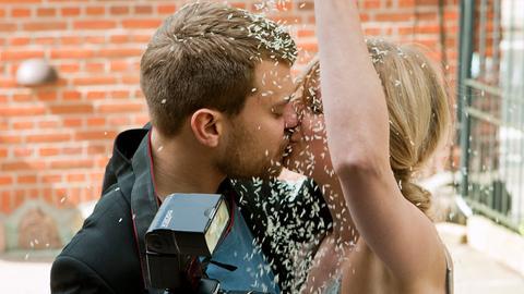 Die Bäckerstochter Ditte Rheinwald (Lene Maria Christensen) will mit ihrem Lebensgefährten Peter (Pilou Asbæk) nach New York übersiedeln.