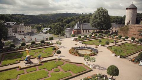 Blick auf den Barockgarten von Schloss Weilburg.