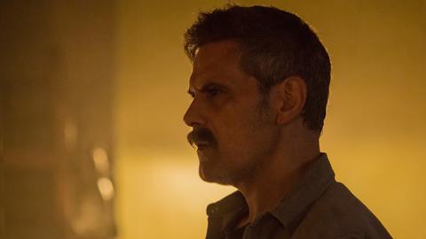 Conrado (Roberto Enriquez) ermittelt auf eigene Faust und agiert am Rande der Legalität.