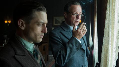 Gereon Rath (Volker Bruch) und August Benda (Matthias Brandt, re.) vermuten, dass es Verräter in den eigenen Reihen gibt