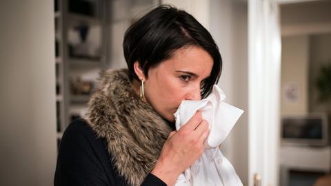 Angelina (Daniela Bette) ist skeptisch. Trifft sich ihr Nico mit Frauen für Geld? Um das herauszufinden, plant sie eine Falle.