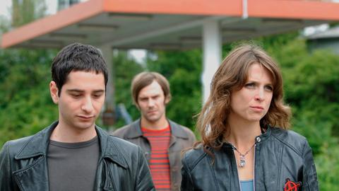 Jenny Braun (Julia Brendler, r.) will mit Hilfe ihrer Freunde Ivo (Denis Moschitto, l.) und Pit Hartmann (Daniel Wiember, m.) den Ausstieg aus der Prostitution schaffen.